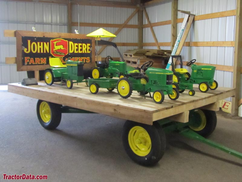 Little Falls Deere Wagon Toys on Cub Cadet 2000 Series Tractor