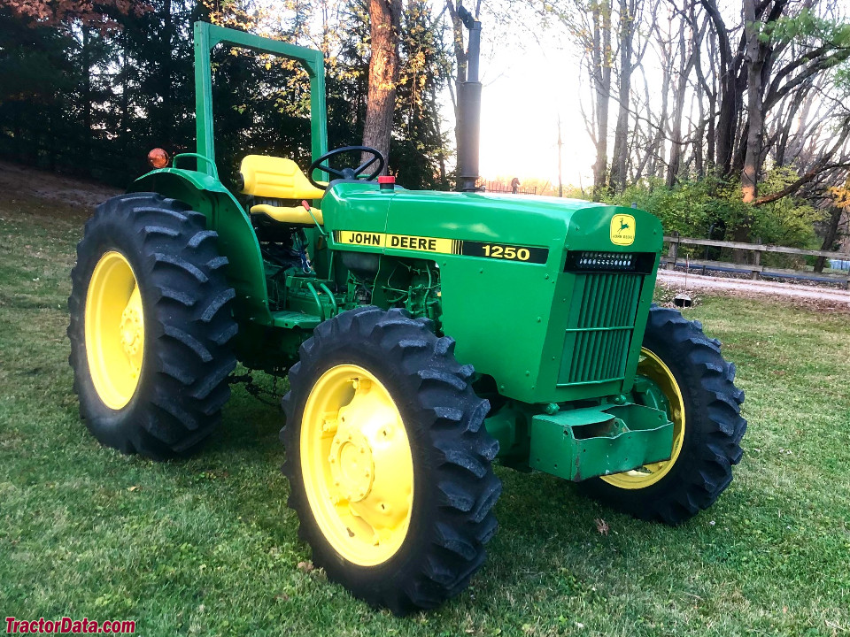 Four-wheel drive John Deere 1250. Sheet metal and decals are not original.