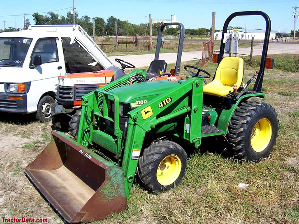 John Deere 4100 with loader