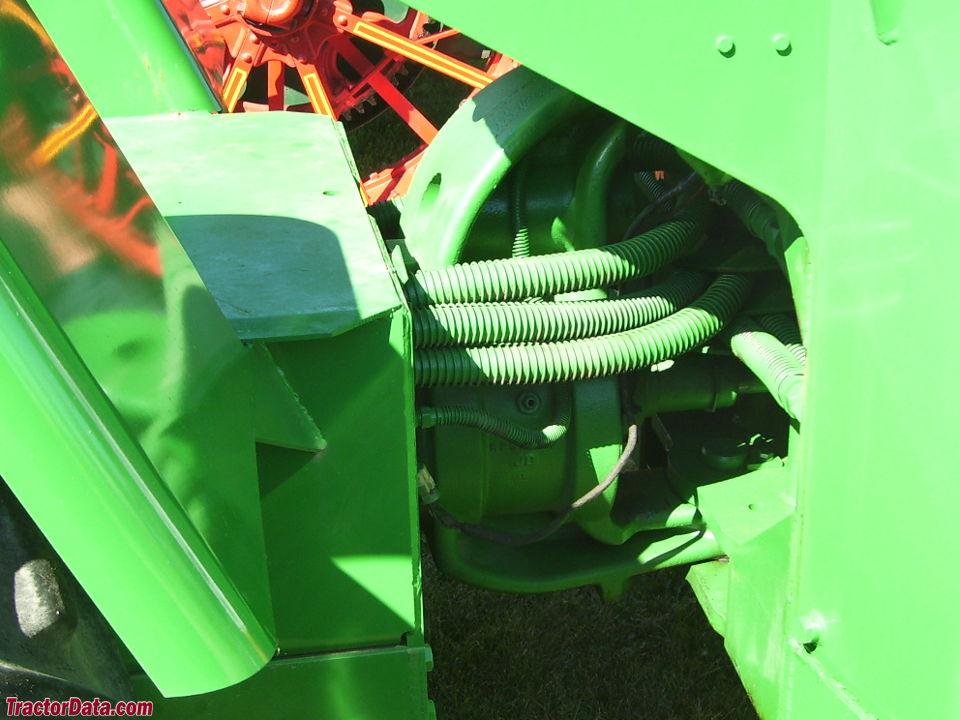 Deere 8020 center pivot joint