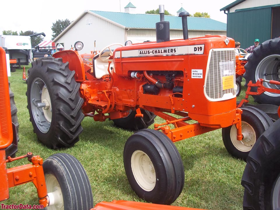 Allis-Chalmers D19, right side.