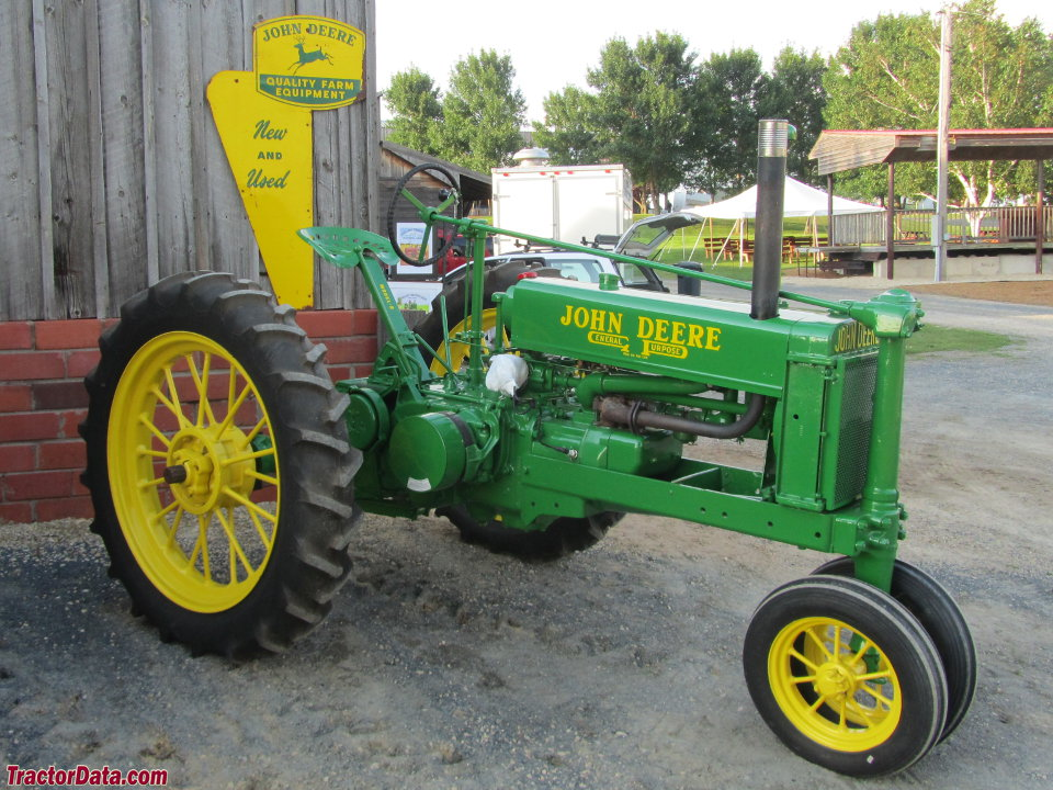 Unstyled John Deere B with eight-bolt front pedestal.