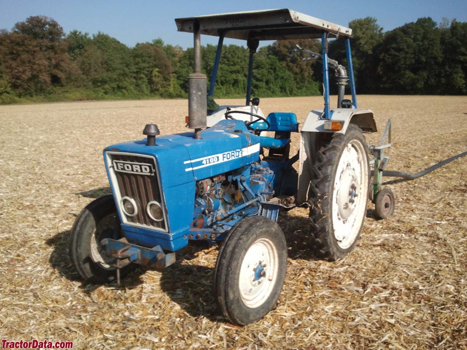 Ford 4100 with ROPS.