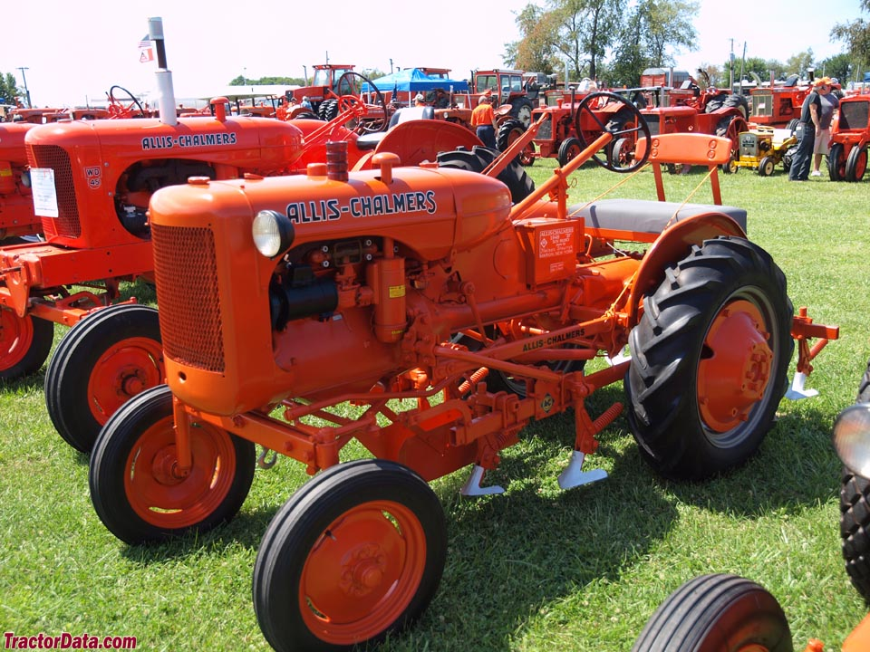 Allis-Chalmers B with mounted cultivators.