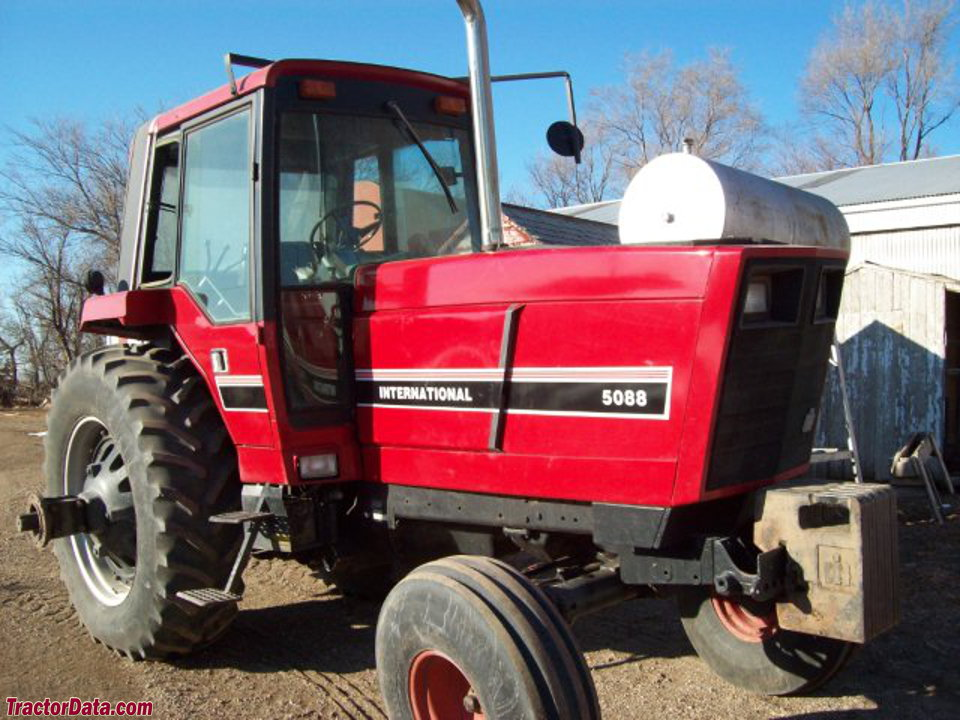 International Harvester 5088, front-right view