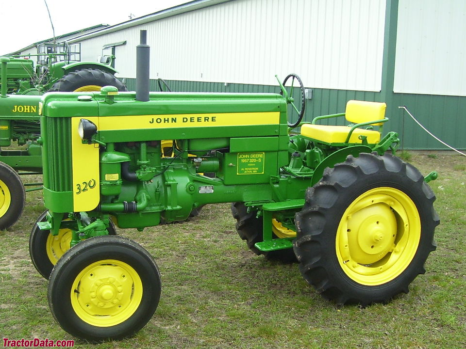 John Deere 320S standard