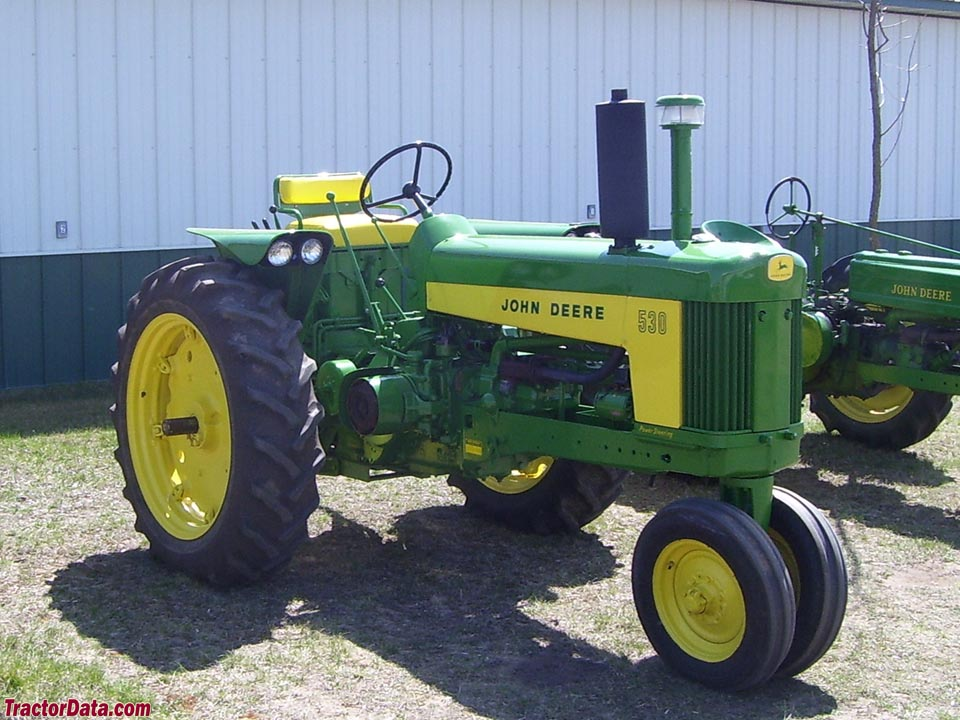 John Deere 530 with tricycle front and deluxe fenders