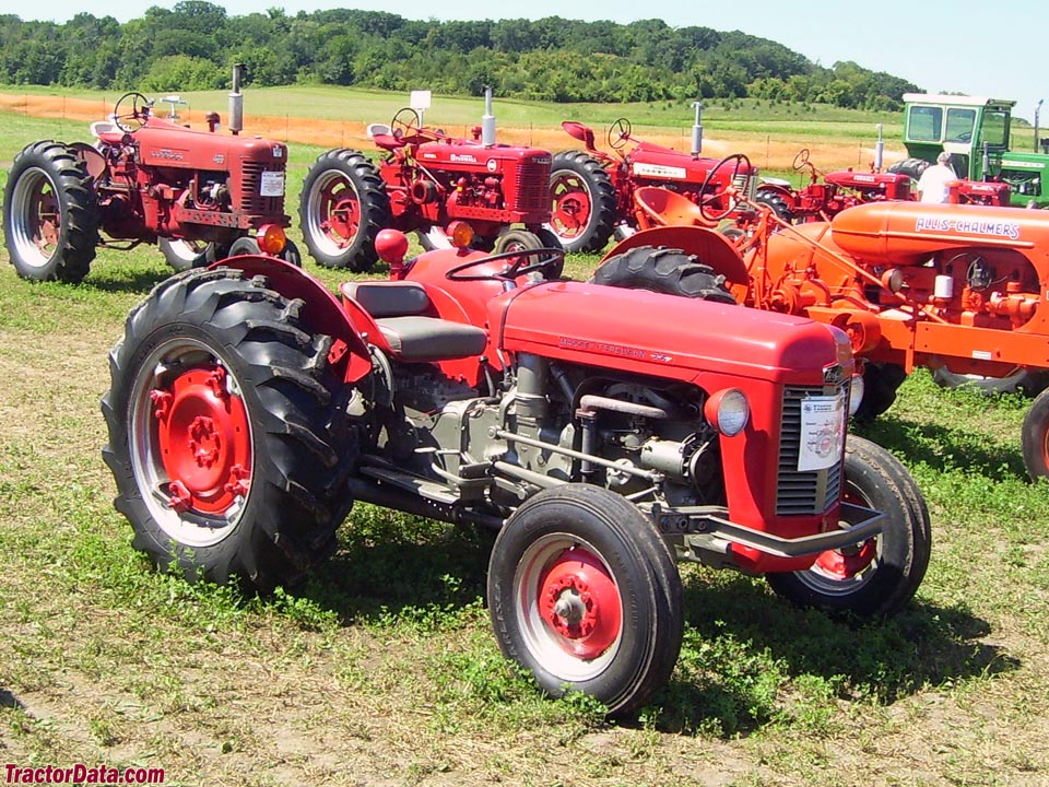 Massey Ferguson 35, right side.
