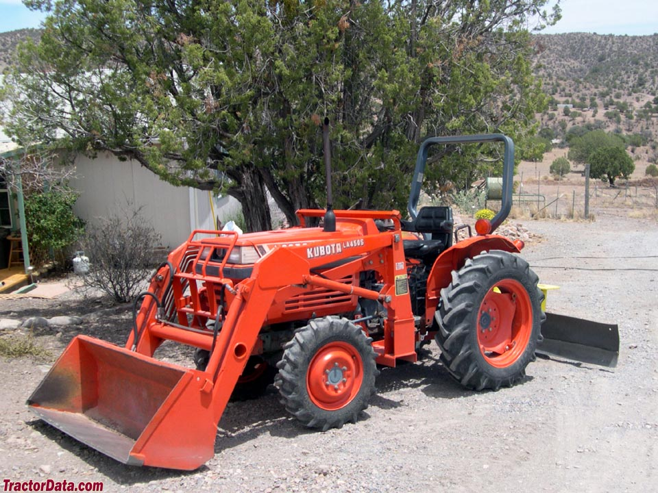 Kubota L2050 with  rear blade and LA450S front-end loader.