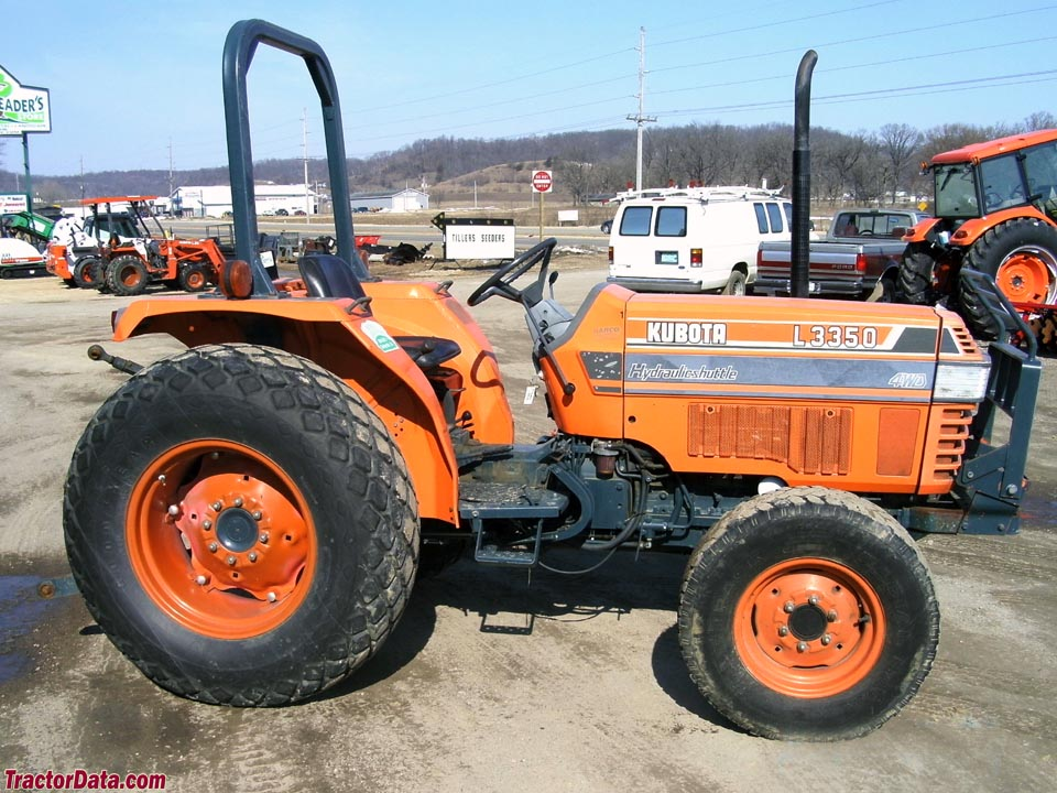 Kubota L3350 with ROPS.
