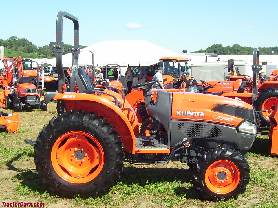 Kubota L3540 with ROPS.