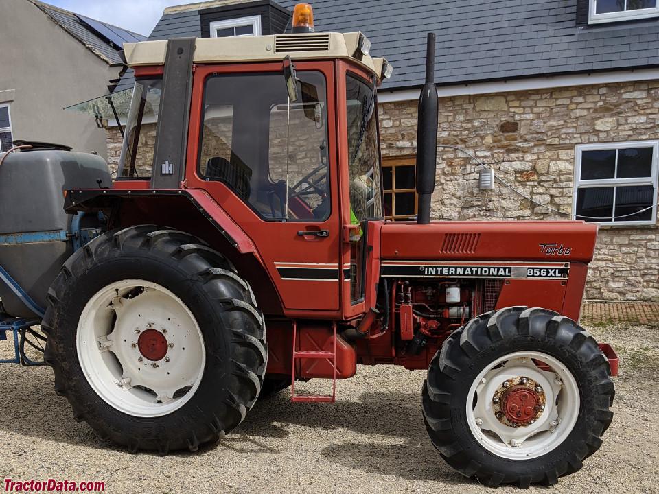 International Harvester 856XL
