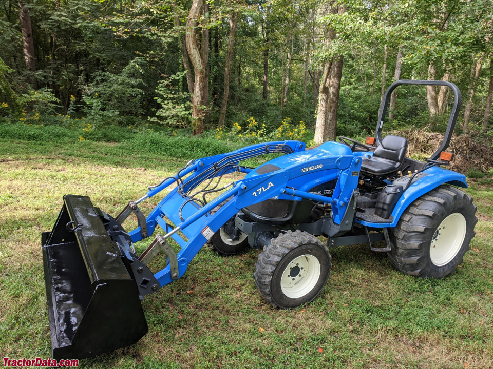 New Holland TC35D with 17LA front-end loader.
