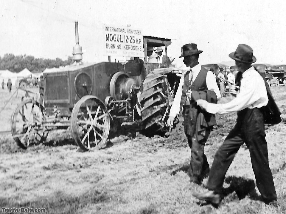Mogul 12-25 at a 1916 demonstration in Madison, Wisconsin.