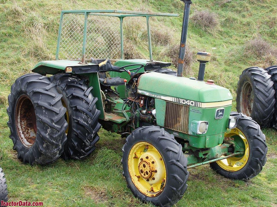 Four-wheel drive John Deere 1040 beach tractor