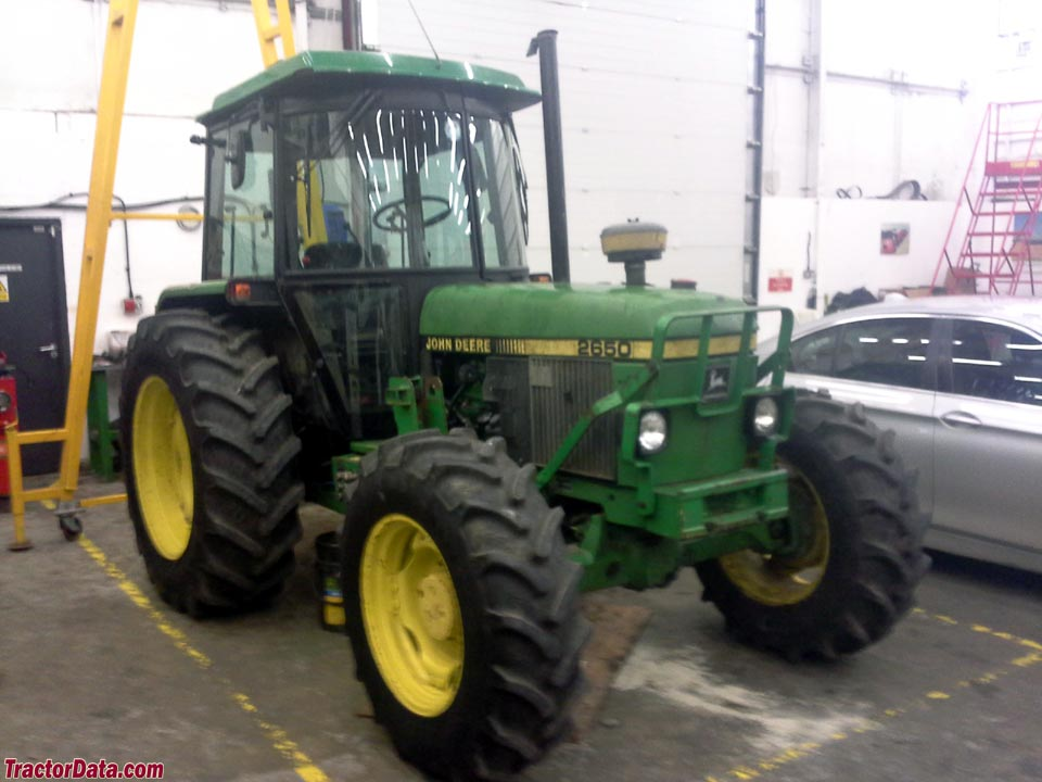 John Deere 2650, right side.