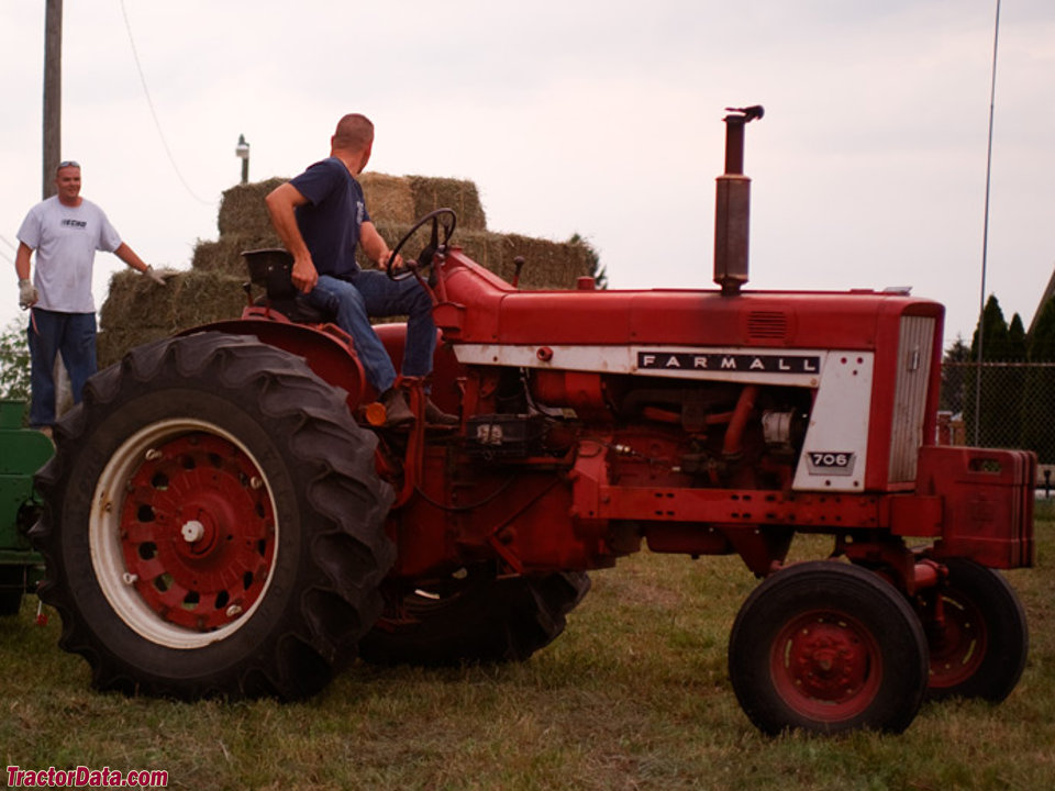 Wide-front Farmall 706 baling hay