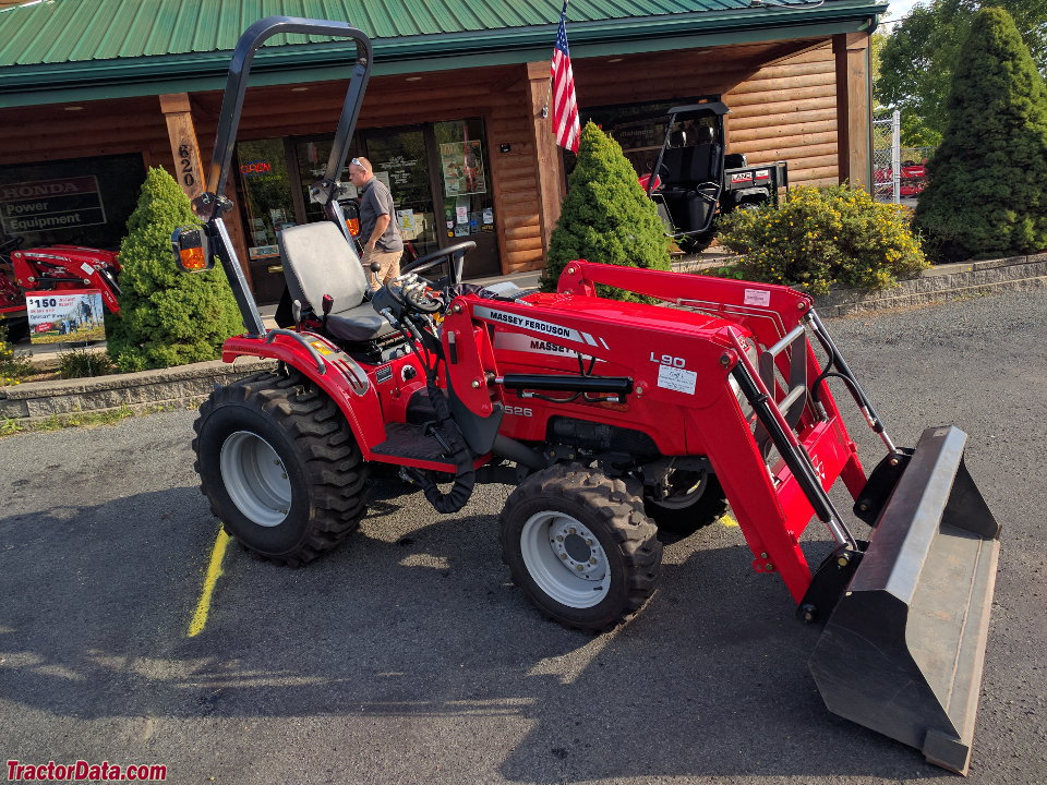 Massey Ferguson 1526 with L90 front-end loader, right side.