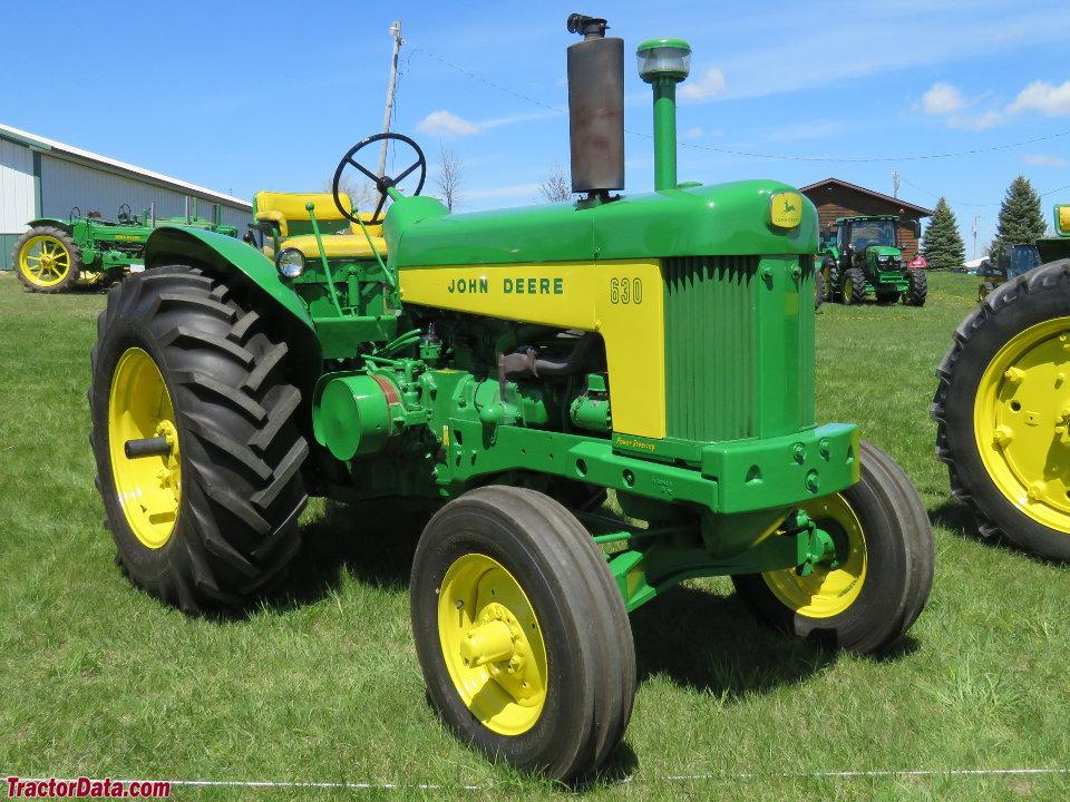 John Deere 630 Standard