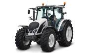 Valtra A124 tractor photo